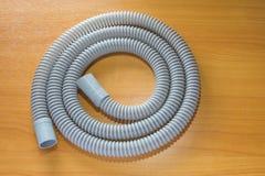 Tubo flessibile di CPAP sulla tavola di legno Fotografia Stock Libera da Diritti