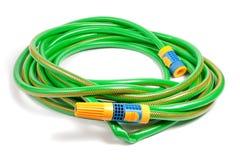 Tubo flessibile verde e giallo dell'acqua del giardino Immagini Stock