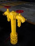 Tubo giallo del rifornimento idrico di estinzione di incendio Fotografie Stock