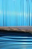 Tubo largo azul del pvc en el carrete Imágenes de archivo libres de regalías
