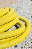 Tubo plástico acanalado flexible en el emplazamiento de la obra Fotografía de archivo