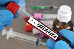 Tubo positivo A do sangue do rhesus fotografia de stock