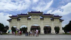 Tubo principal de Liberty Square de Chiang Kai-Shek Memorial Hall en Taipei, Taiwán almacen de metraje de vídeo