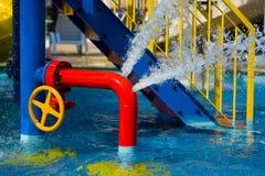 Tubo rojo del hierro en piscina Foto de archivo libre de regalías