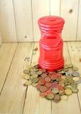Tubo rosso della moneta dell'ufficio postale Fotografia Stock