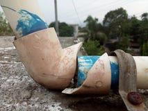 Tubo roto del agua suppy imagen de archivo libre de regalías