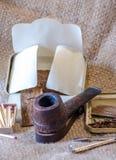 Tubo rustico scolpito unico, con il tabacco del fiocco Fotografia Stock Libera da Diritti