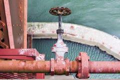 Tubo viejo con la válvula en puente Golden Gate Imagen de archivo