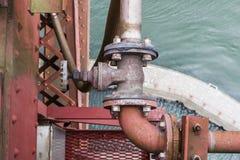 Tubo viejo con la válvula en puente Golden Gate Foto de archivo