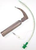 Tubo y laringoscopio endotraqueales abofeteados Foto de archivo libre de regalías