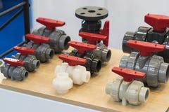 Tubo y válvula industriales para el líquido, aceite, aire, neumático, hydra Foto de archivo