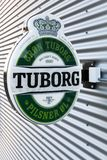 Tuborg在墙壁上的啤酒商标 库存图片