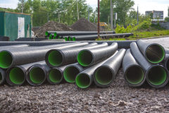 Tubos acanalados grandes del PVC para el drenaje Imágenes de archivo libres de regalías