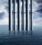Tubos de aceite en el océano Imágenes de archivo libres de regalías
