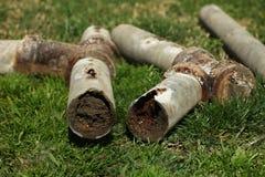 Tubos de acero corroídos y bloqueados del hogar Imagen de archivo