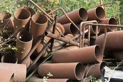 Tubos de acero oxidados Imagen de archivo