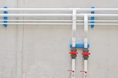 Tubos de agua blanca Imagenes de archivo
