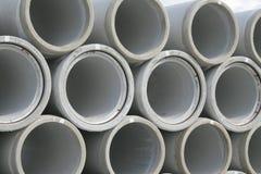 Tubos de agua concretos empilados Foto de archivo libre de regalías