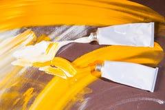 Tubos de cor brancos e amarelos Fotografia de Stock Royalty Free