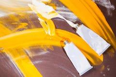 Tubos de cor brancos e amarelos Imagem de Stock