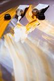 Tubos de cor brancos e amarelos Foto de Stock