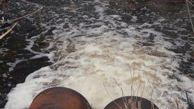 Tubos de desagüe, contaminación ambiental Protección contra inundaciones del alcantarillado Protecci?n del medio ambiente almacen de video