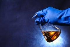 Tubos de ensaio com líquidos coloridos Foto de Stock Royalty Free