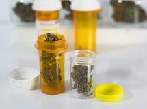 Tubos de ensaio da marijuana médica Fotografia de Stock