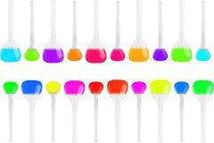 Tubos de ensaio de formas diferentes com os líquidos multi-coloridos isolados no fundo branco Medicina, química Quadro horizontal Foto de Stock Royalty Free