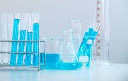 Tubos de ensayo primer, concepto de la investigación y desarrollo del laboratorio de ciencia Fotografía de archivo