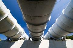 Tubos de la central eléctrica de agua. Imagen de archivo libre de regalías