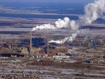 Tubos de la fábrica de productos químicos de la altura del vuelo Fotografía de archivo
