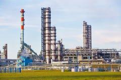 Tubos de la fábrica del aceite Fotografía de archivo libre de regalías