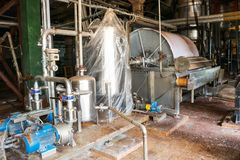 Tubos de las bombas de la capacidad del equipo de poder de la v?lvula en la tienda industrial de la planta petroqu?mica del refin foto de archivo libre de regalías