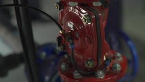 Tubos de las conexiones del agua almacen de metraje de vídeo