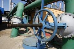 Tubos de petróleo y de gas Fotos de archivo libres de regalías