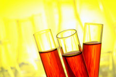 Tubos de prueba con el líquido rojo Fotos de archivo libres de regalías