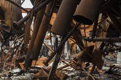 Tubos de quemado abajo de fábrica Fotografía de archivo