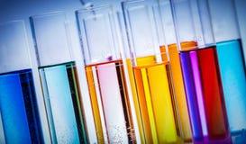 Tubos de testes enchidos com as substâncias coloridas Imagem de Stock Royalty Free