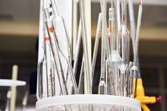 Tubos de vidro de medição para experiências no laboratório Imagem de Stock Royalty Free