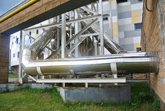 Tubos del abastecimiento de agua del metal Foto de archivo libre de regalías