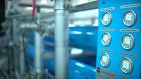 Tubos del metal en la sección de la producción Tuberías de acero en la fábrica metrajes