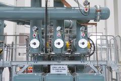 Tubos en la central eléctrica foto de archivo