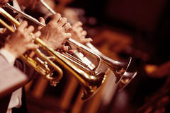 Tubos en las manos de músicos Imagen de archivo
