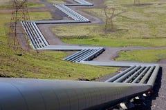 Tubos en una central eléctrica geotérmica en Islandia Imagen de archivo libre de regalías