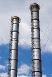 Tubos enormes de la planta contra el cielo Imagenes de archivo