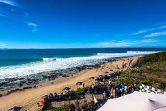 Tubos estupendos 1 de la bahía de Jeffreys de la competencia que practican surf Imágenes de archivo libres de regalías