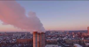Tubos, humo y vapor enormes almacen de video