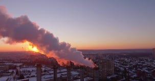 Tubos, humo y vapor enormes almacen de metraje de vídeo