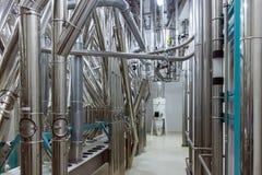 Tubos industriales dentro de la fábrica Imágenes de archivo libres de regalías